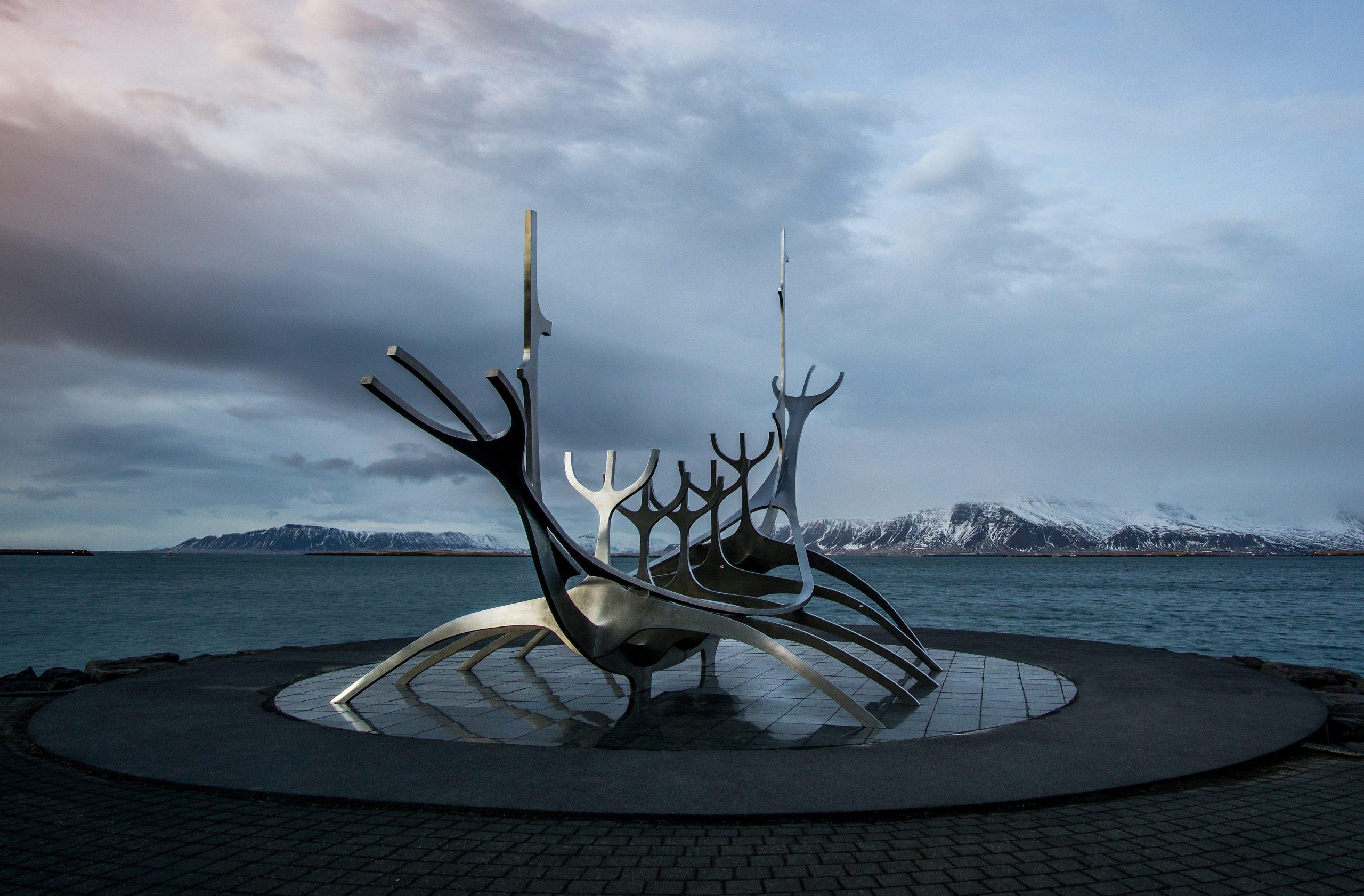 Sólfarið, seitlich